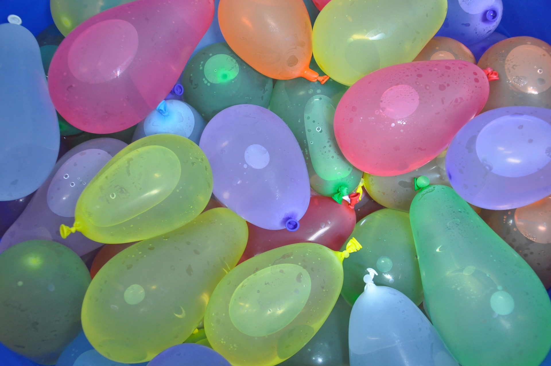 Variety of water balloon colors